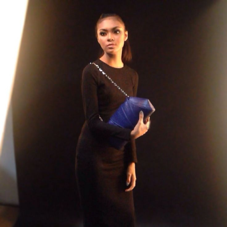 Behind scene Soka python leather clutch bags photoshoot #leather #clutchbags