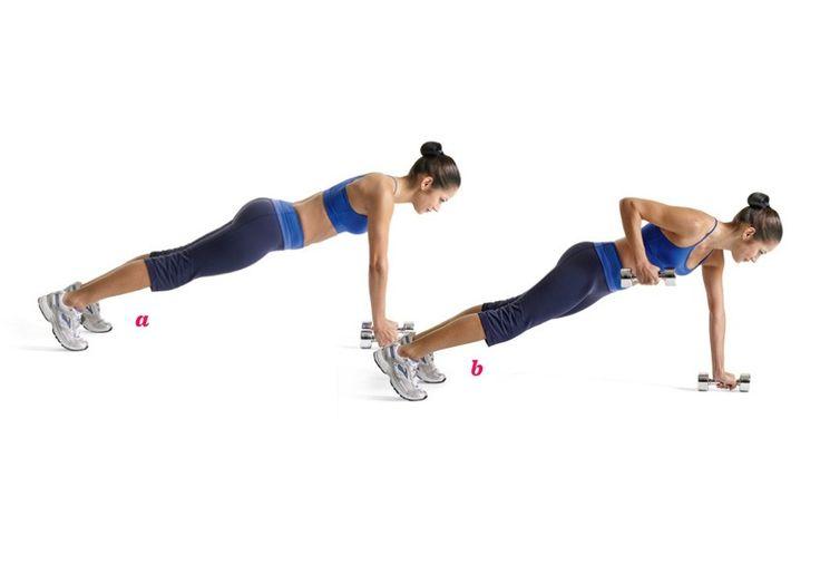 Remo del renegadoToma un par de pesas de dos a cinco kilos y ponte en posición de tabla con las manos sobre las pesas y los pies abiertos a la altura de la cadera (a). Dobla el codo derecho y sube la pesa hasta que tu codo pase tu torso, empujando la pesa izquierda contra el piso para mantener el equilibrio (b). Baja el brazo y repítelo del otro lado. Continúa alternando.