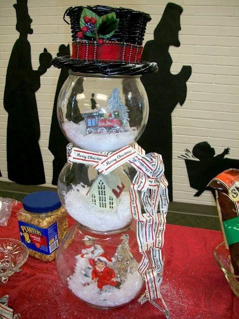 Fish Bowl Snowman Snowglobe - if I didn't have cats that would surely knock this over I'd make this