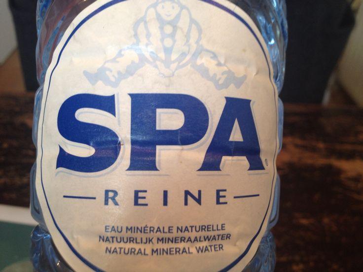Spa fles, hoofdletter, bold, breed, horizontaal