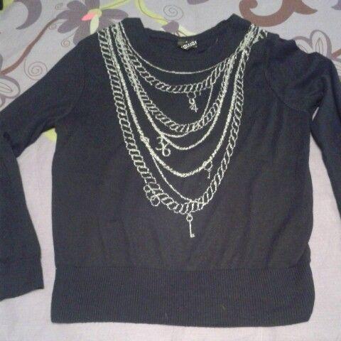 Jersey de punto negro con detalles de cadenas de HyM. Talla S 4 €.  #sevende #yanomevale #segundamano #vendomiropa #mercadillo #navidad