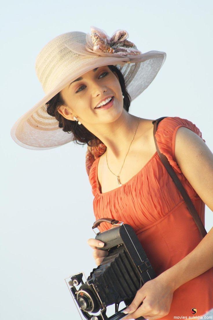 Amy Jackson in Madrasapattinam movie