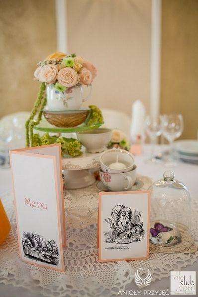 1. Alice in Wonderland Wedding,Centerpices,Flowers in cups,Vintage tea cup / Alicja w Krainie Czarów,Dekoracja stołu,Vintage filiżanki,Anioły Przyjęć