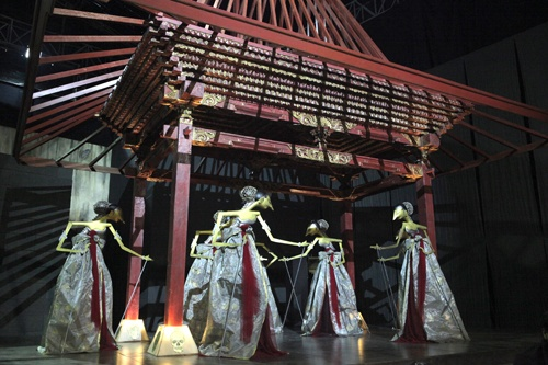 By Sri Astari, puppet dancers and the traditional Pendopo in #VeniceBiennale @IndonesiaVenice