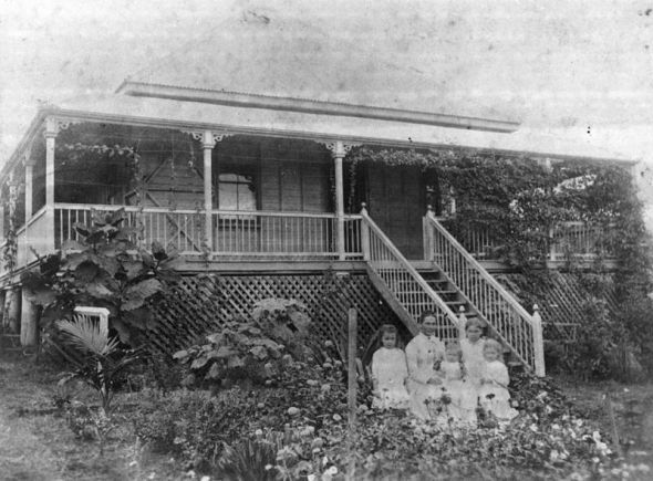 """The """"Queenslander"""" House - Colonial Australian Architecture"""