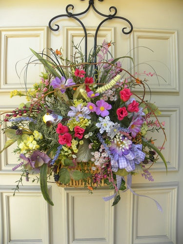Summer basket door wreath with bird wall arrangement Spring flower arrangements for front door