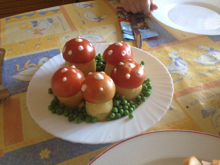 Setas: patata, tomate mayonesa y guisantes