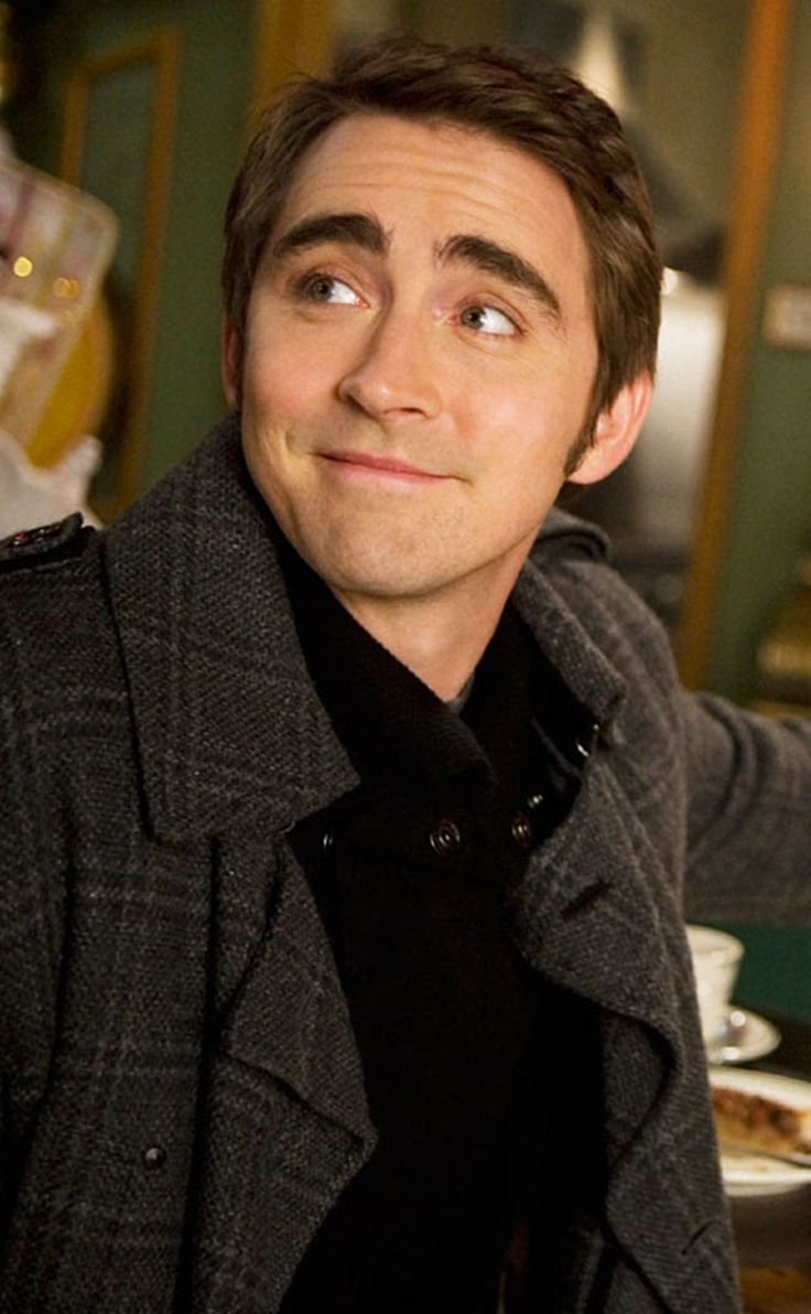 Lee Pace from pushing daisies. Adorable. ;)
