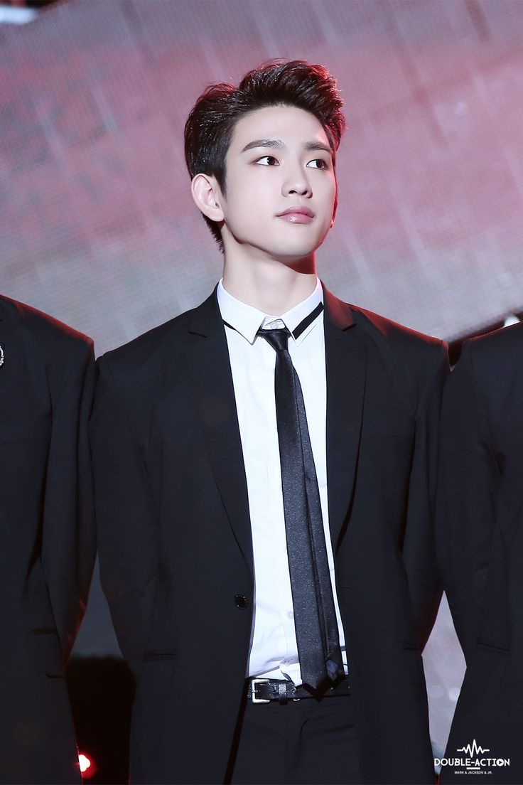 Okay I never really found JR sexy but guys in suits are my weekness and he's pulled it off!~♡♡♡♡♡