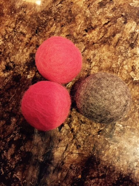 Our alpaca felted jingle balls are made from 100% alpaca fiber from our farm and cats love them.    We felt a golf ball containing a jingle bell (see photo) in alpaca fiber using a process called wet felting. - Hypoallergenic (alpaca fiber does not contain lanolin)