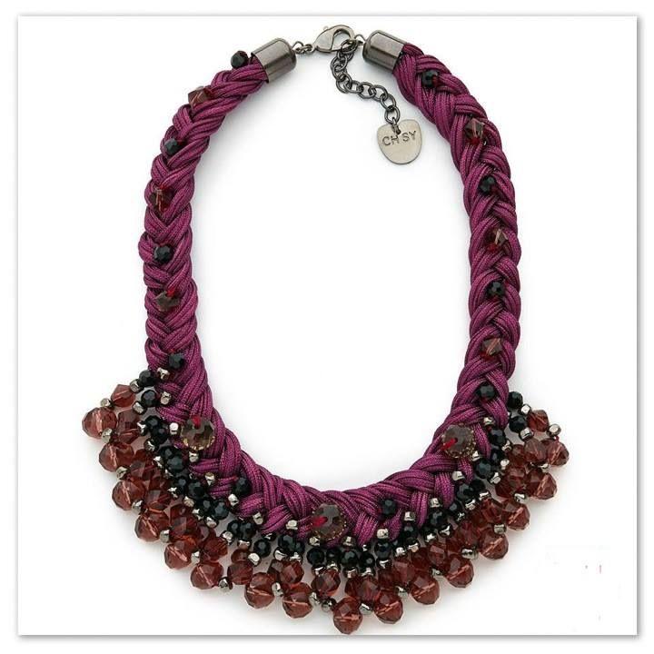 Collar babero púrpura