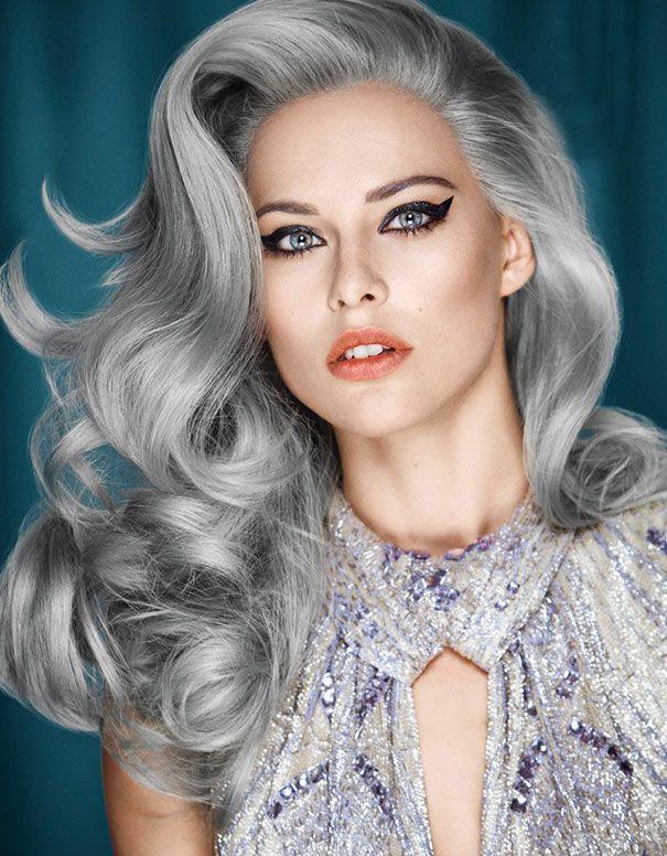 La nuova moda dei capelli grigi: giovani ragazze che si tingono i capelli di grigio