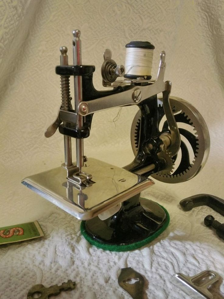 Antique Singer Childs Toy Sewing Machine No. 20 with Travel Case