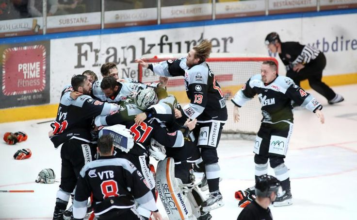 Der dritte Matchball sitzt: Mit einem 5:2-Sieg im sechsten Spiel des Play-off-Finales gegen Bietigheim machen die Eishockey-Löwen ihren ersten Titelgewinn seit 13 Jahren perfekt. Sie entscheiden die Serie mit 4:2 für sich.