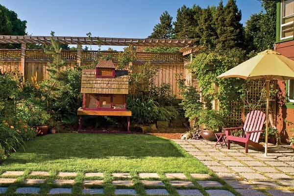 Photo: Mike Jensen | thisoldhouse.com | from The Sustainable Garden - A sustainable garden, one that supports the local ecosystem and spurns chemical intervention, can be as beautiful as it is virtuous. Jennifer Carlson thought about how each part of her Seattle backyard garden could be engineered so that it would add up to one self-supporting loop.
