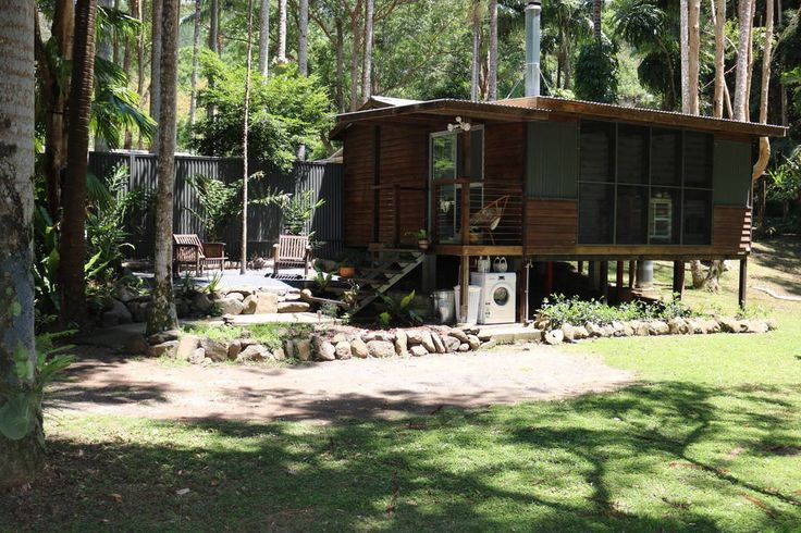 Cabin in Main Arm, Australia. Modern self contained eco friendly cabin set amongst 24 acre rainforest only 7km from Mullumbimby. Fully equipped kitchen. Shower/toilet. Flatscreen TV With Netflix, Wifi. Comfortable bed. Tranquil setting, abundant wildlife. Glow worms. Wood fire...