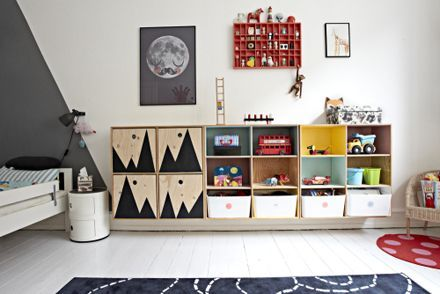 Great kids room DIY project: ply boxes wall mounted. Paint the insides in different colours & arrange however you like!