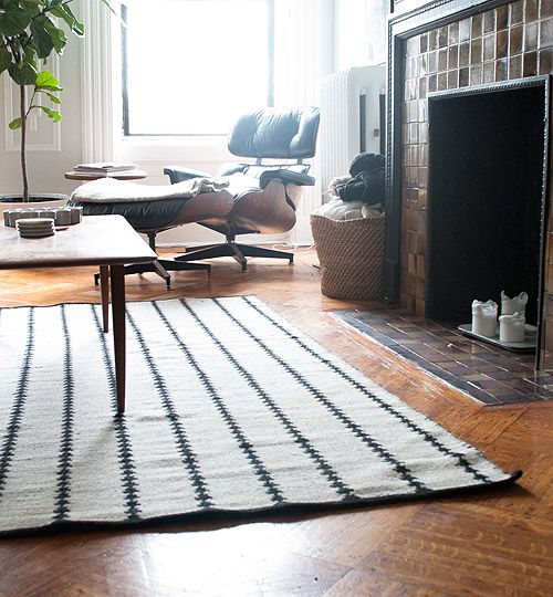 Nate Berkus reversible Arrowhead rug at Target #rug #blackandwhite