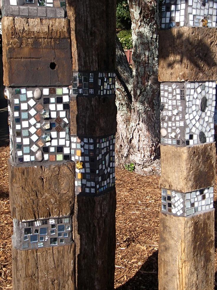 Black and White - Totem - Pt England School kids :) New Zealand Auckland Community Art