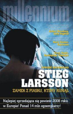 Dwie ciężko ranne osoby zostają przywiezione do izby przyjęć szpitala Sahlgrenska w Goeteborgu. Jedną z nich jest Lisbeth Salander, poszukiwana listem gończym i podejrzana o podwójne morderstwo. Jest...