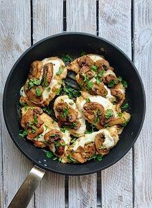 Zobacz zdjęcie Kurczak panierowany w cieciorce, zapiekany z mozarellą i pieczarkami <3
