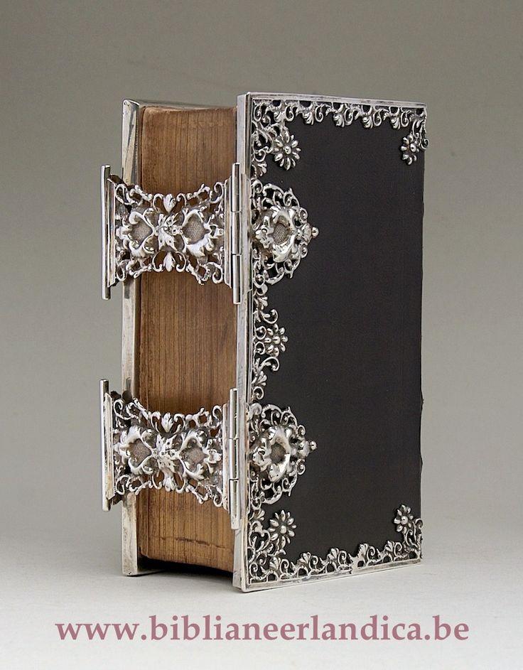 BIBLIA NEERLANDICA: BIBLIA (1848) Dubbel zilveren sloten en 3-zijdige randen. MST: Willem Roelfsema, Winsum (1830 -1859); JRL: 1849
