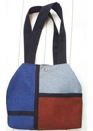 Bolso modelo Efe en tela de algodón. Asas de tela. Forro y bolsillo interior. Cierre doble click.
