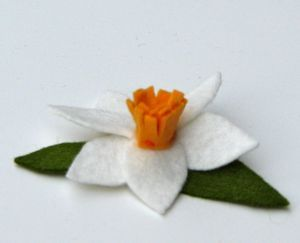 Felt Daffodil Pictorial- going to make one so I can wear it for Saint David's day, march 1.