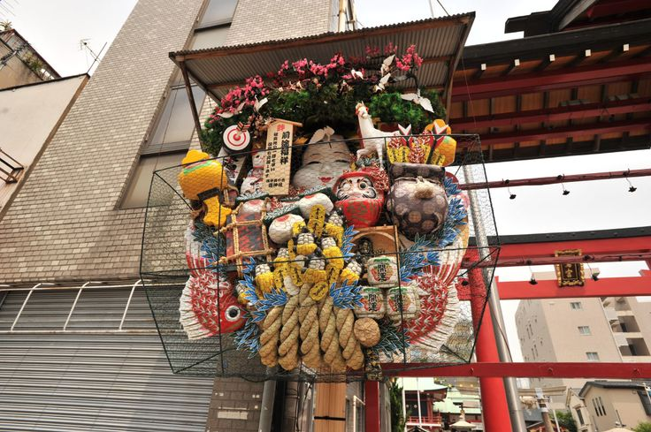 November is getting closer and with it the annual torinoichi markets. You might have seen the often very colorful and excessively large kumade (熊手) at shops, homes and offices around Tokyo. The nam…