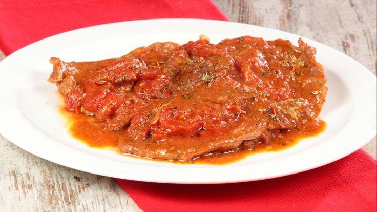 Ricetta Fettine alla pizzaiola: Che bella invenzione le fettine alla pizzaiola! Da una semplice fetta di carne prende vita un piatto che piace sempre a tutti! Ecco la nostra ricetta!
