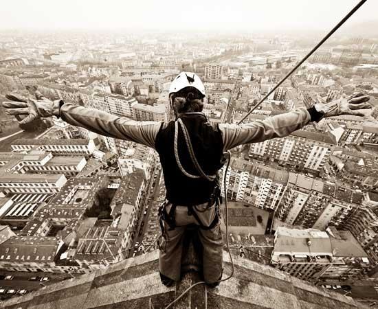 """Le spettacolari foto di #Torino raccolte in """"Quota 167, la Mole e Torino come non le avete mai viste"""" dall'alpinista e fotografo Maurizio Puato. Foto: LaStampa.it"""