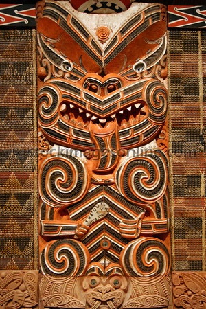 not the taniko and wood panel beside and above compliment the carving