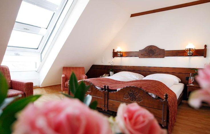 In den 31 freundlichen und komfortablen Zimmern lässt es sich herrlich entspannen. Einige der Zimmer führen auf den hellen Lichthof oder auf die sonnige Terasse und sind besonders ruhig gelegen.