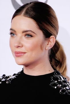 Ashley Benson attends the People's Choice Awards 2016 on January 6, 2016 in Los Angeles, California