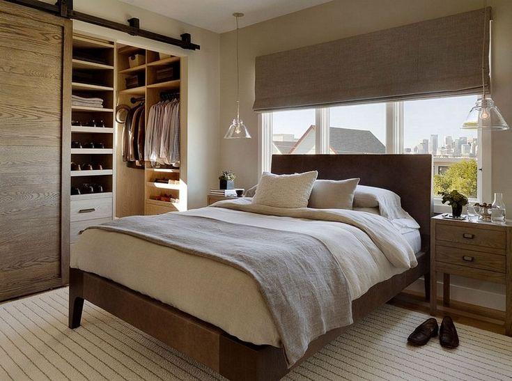Гардеробная рядом с кроватью в спальне