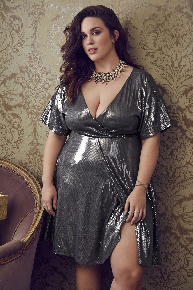 Looking for a few plus size holiday outfit ideas? We are sharing holiday outfit inspiration with the latest lookbook from Torrid!   First Look: Torrid Holiday Lookbook 2016 http://thecurvyfashionista.com/2016/11/torrid-holiday-lookbook/