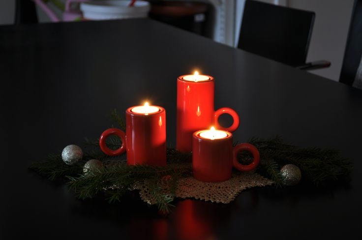 Kotivaloon käy tuikut sekä kynttilät. Eero Aarnio halusi kynttilän pidikkeen jota on helppo kantaa! Kotivalolla se käy! Valmistettu Suomessa käsityönä!  These beautiful, fantastic candle holders are made up from ceremic .As it shown in picture it has three different sizes and available in Red, white and black. The new invention in this product is, it is cup shaped which is really easy to hold and second thing the wax of candle usually stays on the surface of this holder or goes inside.