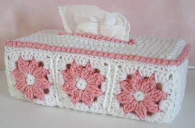 Free crochet tissue box cover pattern.
