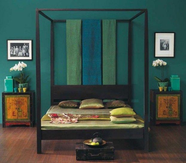 Camera da letto con parete smeraldo