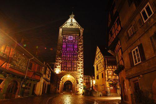 Riquewihr à Alsace Un Noël au coeur de la célébrissime cité alsacienne... http://www.noelalsace.eu/krr.html#riquewihr