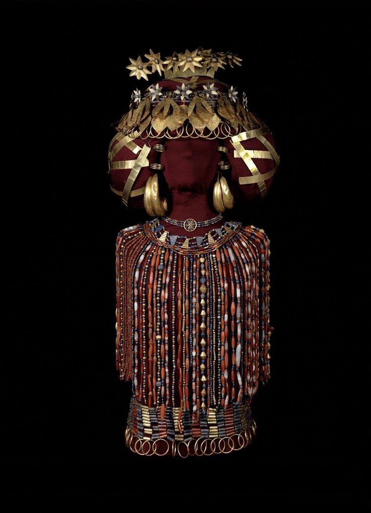 Queen Pu-abi, in all her regalia: Her jewelry weighed 14 pounds. This is a recent reconstruction (2009) of the queens finery, done by the Penn Museum.