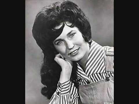 """Loretta Lynn """"Happy Birthday"""" - YouTube"""