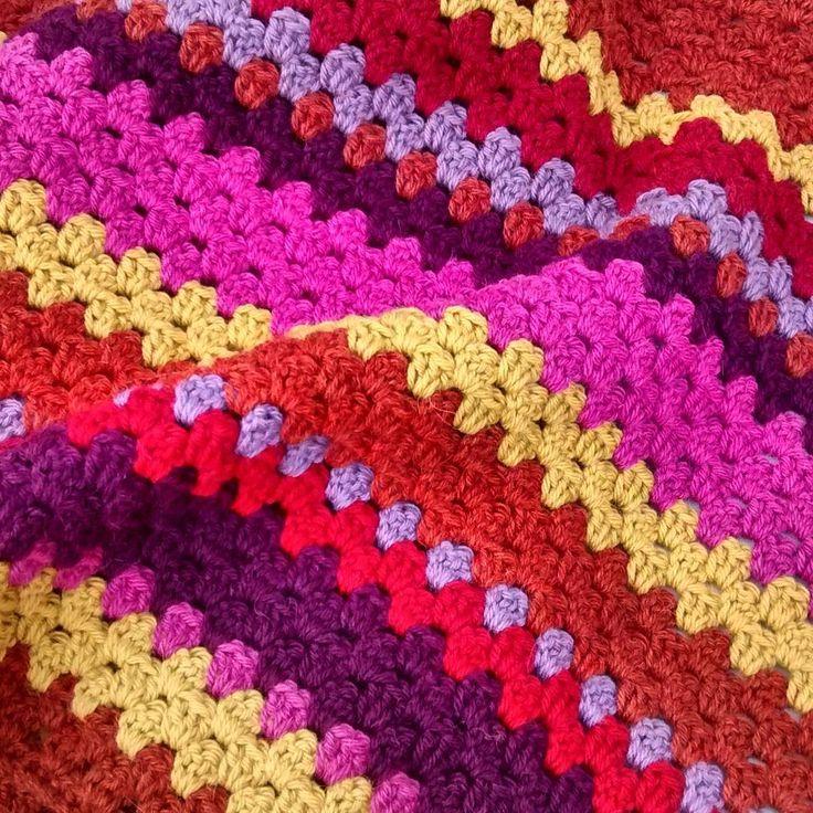 Vanmorgen nog even een streepje gehaakt, nu weer jurkjes verkopen! #hakenisleuk #hakeniship #häklen #crochet#yarnlove #colour #lima#drops#groningen#art#stoeldraaiersstraat#blanket#sprei#vintage#bybottsie http://misstagram.com/ipost/1540544398504524926/?code=BVhHPfhlHx-