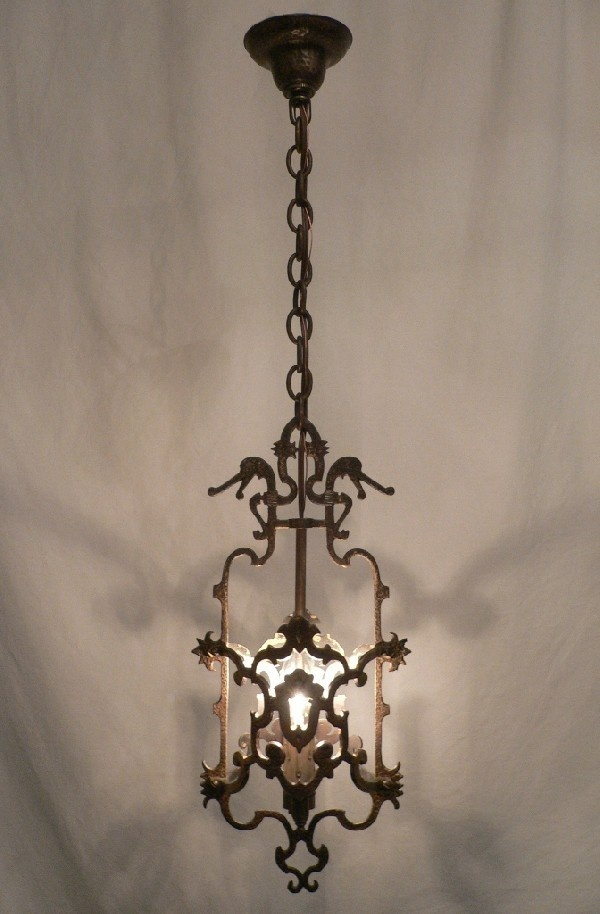 Spanish Revival, Wrought iron fixtures