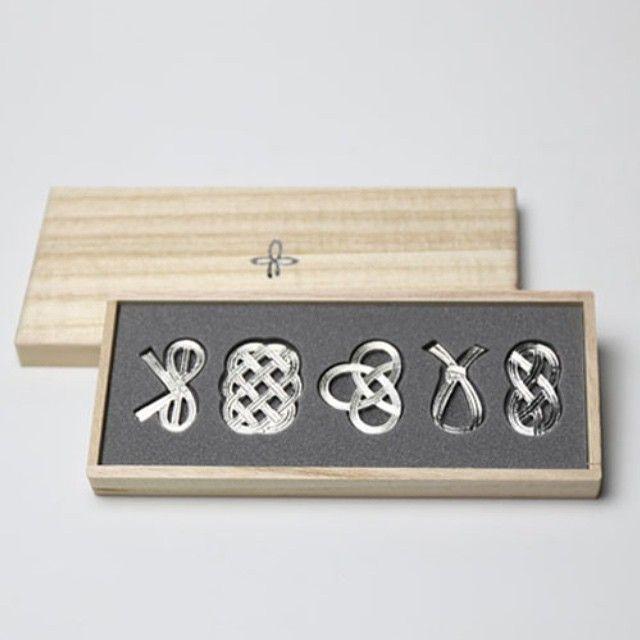 今すごく気になっている鋳物のブランド。能作さん。とっても美しいしチャーミング。ぐい呑はいつかお友達にプレゼントしよう。アレルギーあったら…飾ってもらおう。写真は箸置き。使わないのに欲しくなる♡ #鋳物 #能作 #富山県