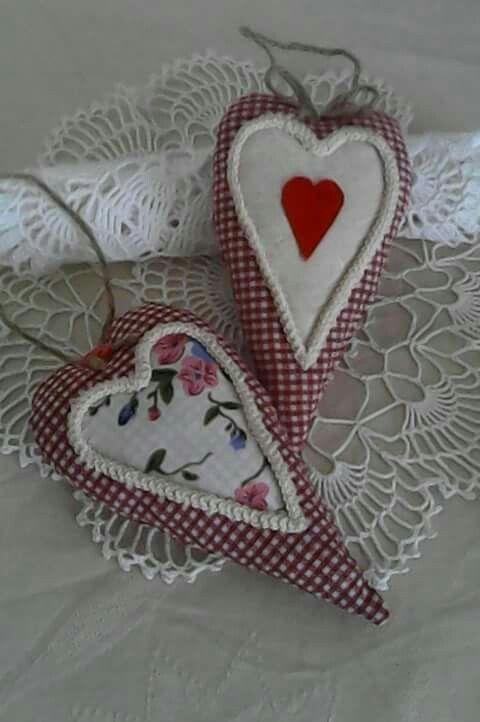 fabric hearts create by Babu Szabo...www.facebook.com/LAteliercrochelaceandroses