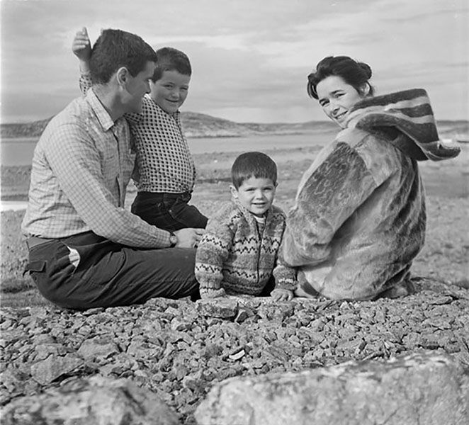The artist James Houston and his wife, Alma, were instrumental in developing an arts and crafts program in Cape Dorset initiated by the department of Northern Affairs and National Resources. James, John, Samuel, and Alma Houston in Cape Dorset, Nunavut, 1960. Photograph by Rosemary Gilliat Eaton.