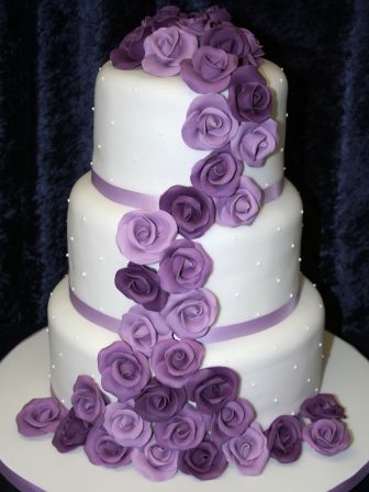 20130102-Wedding Cake with purple roses.JPG