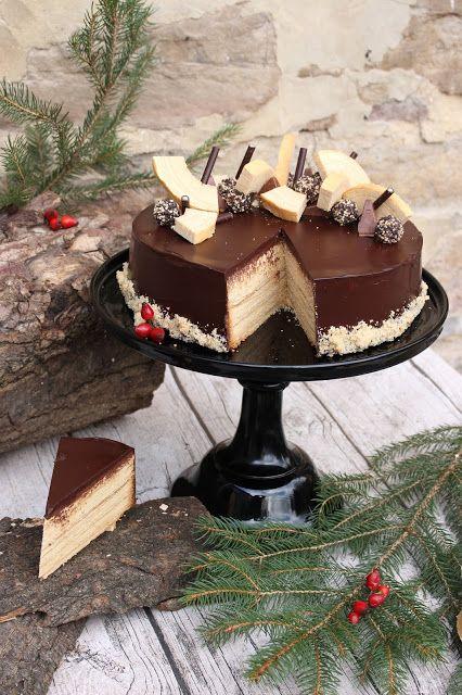 Hallo meine Lieben,   wie versprochen kommt heute das Rezept für die Baumkuchentorte. Sie eignet sich übrigens auch super als Torte für Hei...
