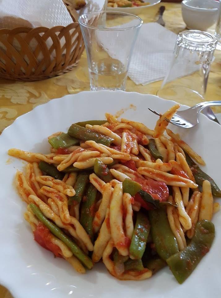 Cicatielli fatti in casa al sugo con fagiolini, classico piatto si preparava nelle masserie durante la mietitura tradizionale ai mietitori